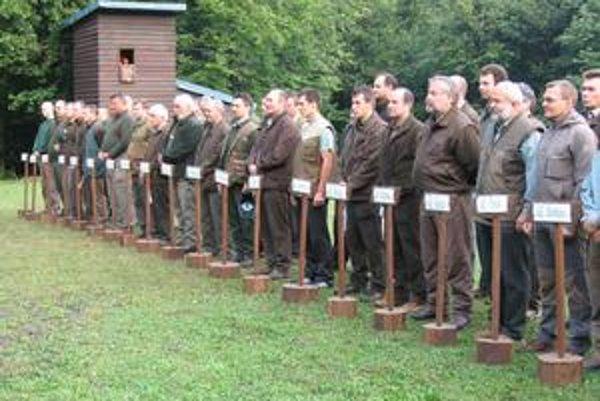 Raz v roku. Takúto zostavu lesníkov – poľovníkov z celého Slovenska možno vidieť len raz v roku  - na súťaži v Zámutove.