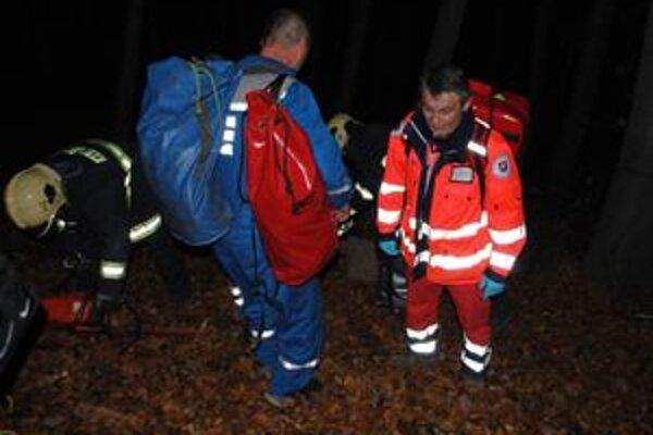 Záchranári sa pri akcii v horskom teréne poriadne zapotili.