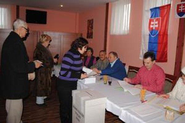 Voľby v Michalovciach. K volebným urnám prišlo 10 745 voličov.