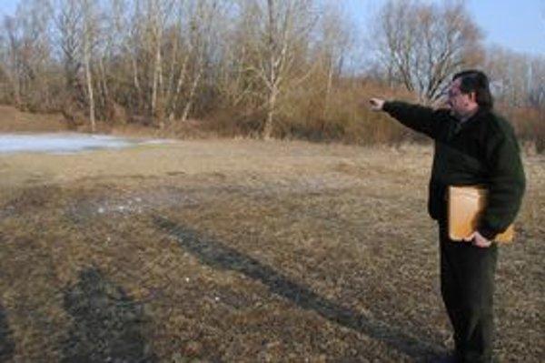 Strelnica. Policajti tu strieľali zo samopalov. Na snímke správca Vladimír Tirpák.