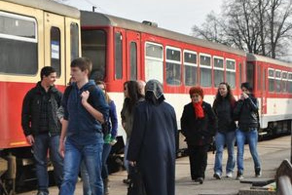 Zmena od 4. apríla. Dotkne sa 12 osobných, dvoch zrýchlených a piatich rýchlikov premávajúcich na východnom Slovensku.