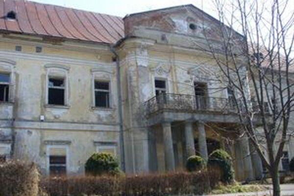 Kaštieľ v Snine. Samospráva na jeho rekonštrukciu môže použiť nenávratnú eurodotáciu 2,311 milióna eur.