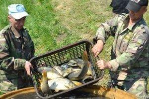 Z nádrže vylovili asi tri tony rýb.