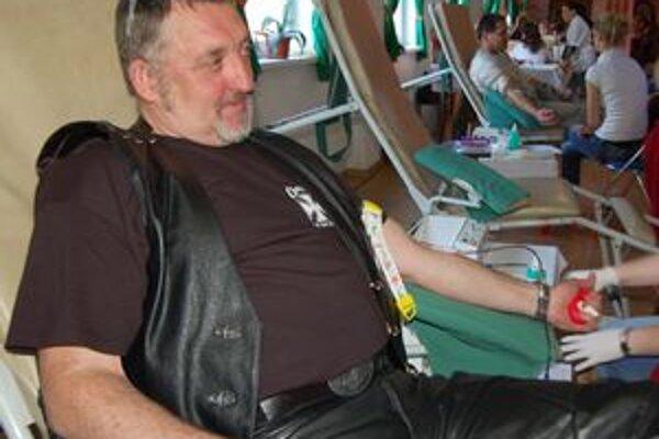 Valerián Buc si zvykol na darovanie na zrazoch. Do nemocnice už takmer nechodí.
