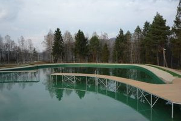 Vynovené rybníky. O dva týždne by ich mali naplniť prví rekreanti.