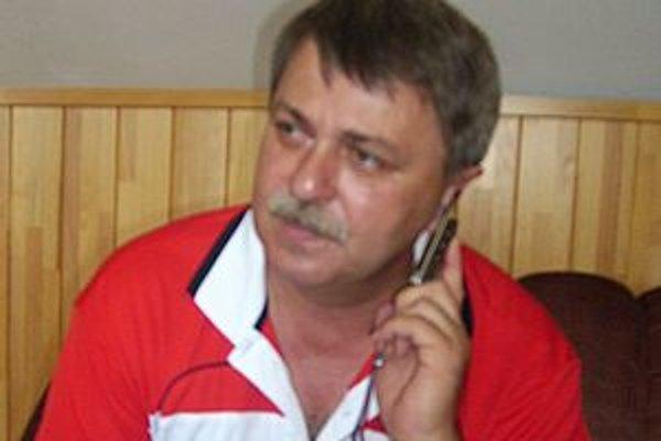 Majiteľ 1. HFC Humenné Marián Tkáč. Zmluvu vedenia mesta nepodpísal.
