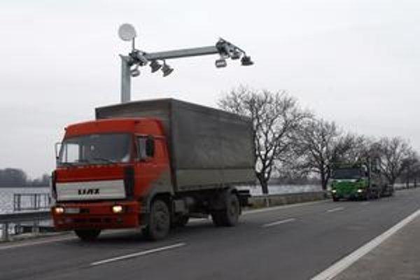 Národná diaľničná spoločnosť tvrdí, že mýtny systém bol pred spustením riadne otestovaný.