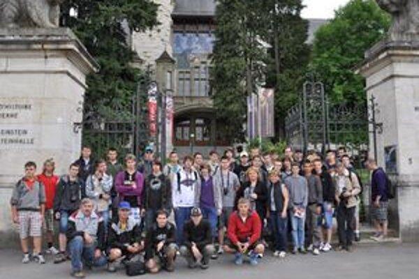 Mladí vedci. Unikátny výlet do CERN–u absolvovalo 43 študentov z Michaloviec.