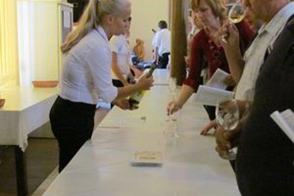 Ochutnávka ocenených vín. Počas troch dní prišlo na výstavu množstvo návštevníkov.