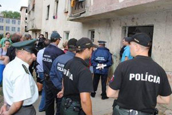 Vysťahovaniu asistovali policajti.