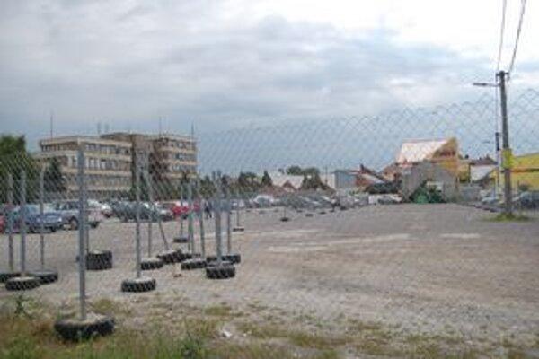 Súkromné pozemky. O ich využití budú vlastníci a mesto rokovať.