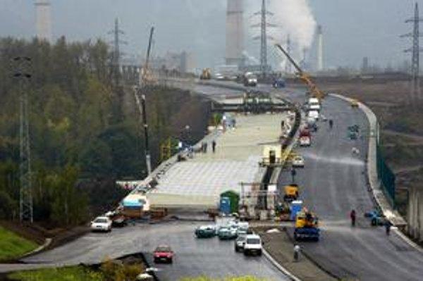 Tunely na diaľnici D1 by mali byť hotové do roku 2014, tvrdí to minister dopravy Ľubomír Vážny.
