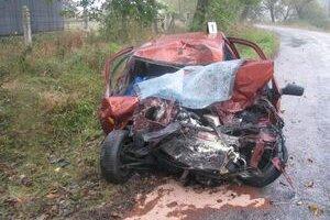 Vodič po zrážke s autobusom zahynul na mieste. Z osobného auta zostala len kopa šrotu.