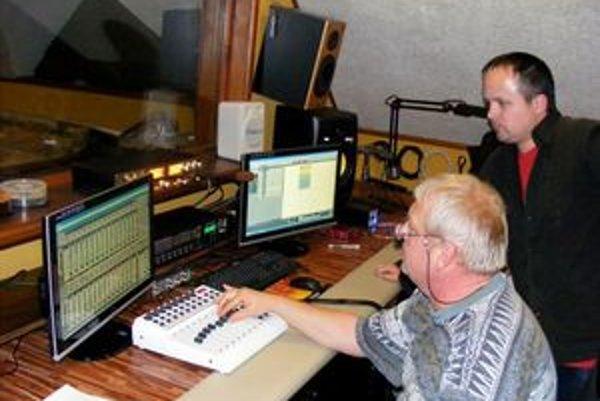 Vlado Bučko v štúdiu. V novembri sa chystá nahrávať novú pieseň.