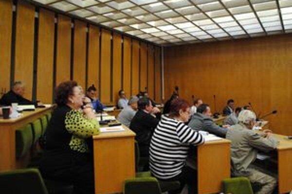 Poslanci Trebišova schválili dohodu o urovnaní. Mesto splatí 2,5–miliónový dlh predajom svojho majetku.