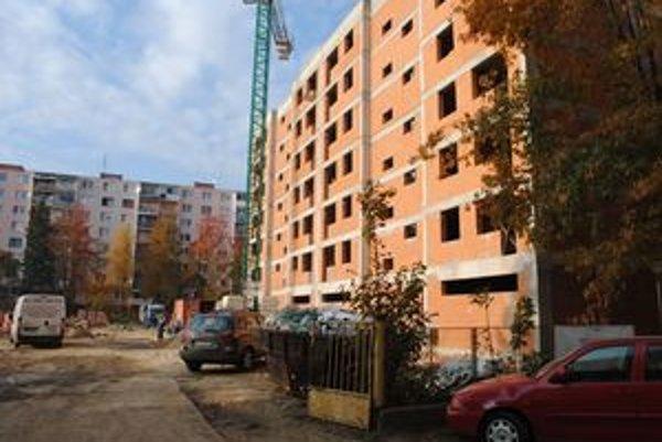Obytný dom. Mesto chce na kúpu 60 bytov získať dotáciu z ministerstva a úver zo ŠFRB. Ak sa mu to nepodarí, obytný dom nekúpi.