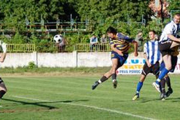 Vyrovnávajúci gól. Michalovský útočník Dušan Sninský takto v 53. minúte vyrovnal na konečných 1:1.