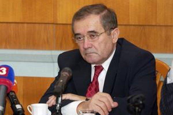 Dušan Muňko prenajal priestory pre poisťovňu v budove, ktorá sčasti patrí aj jeho dcéram.