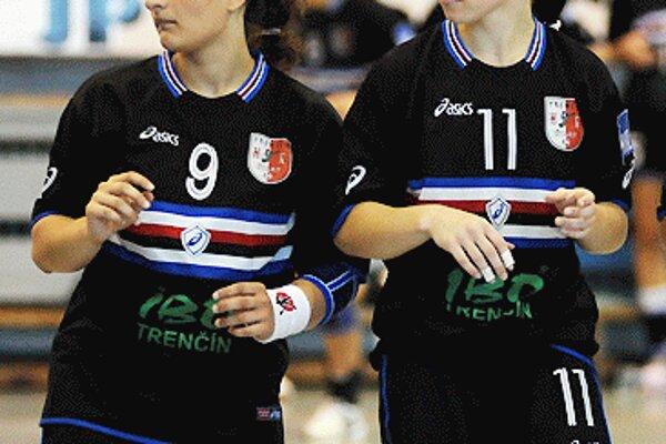 Krídelníčky z Trenčína. A. Birkušová (vľavo) a Z. Hollá (vpravo) ešte v trenčianskom drese, prvá v Iuvente už skončila, druhá do nej smeruje.