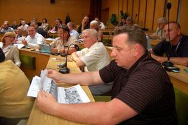 Pracovno-nepracovné stretnutie. Väčšina poslancov na stretnutí vyjadrila svoj názor. Zvyšok sa má prebrať na oficiálnom zastupiteľstve.