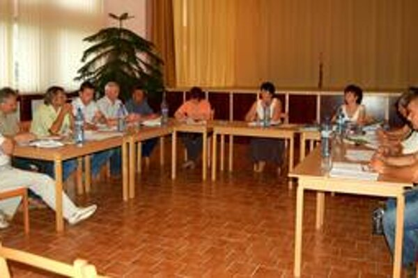 Zázrak - po roku a pol sa na zasadnutí stretol kompletný poslanecký zbor.