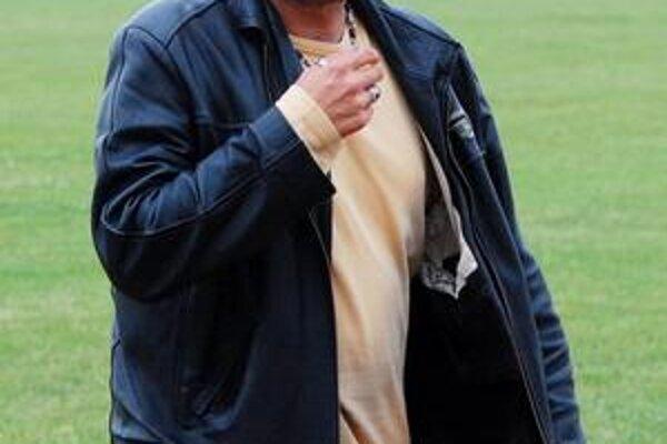 Tréner. Štefan Brezo bude viesť Kráľovský Chlmec aj v nasledujúcej sezóne.