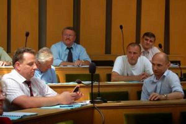Horúce zastupiteľstvo. Za prehodnotenie predaja sa postavilo len sedem poslancov.