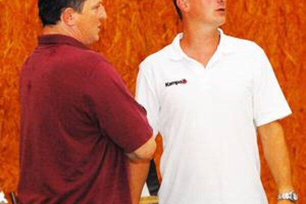 Spolupráca trénerov. Roman Lamač (vpravo) sa počas prípravy bude musieť spoľahnúť na svojho asistenta Petra Szöllosiho.