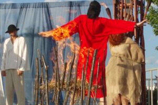 Bosorka v plameňoch.
