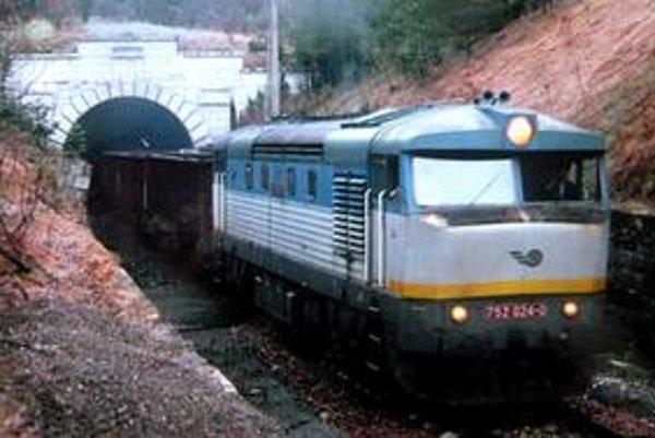 Nákladné vlaky v súčasnosti na trati Medzilaborce - Lupków nepremávajú.
