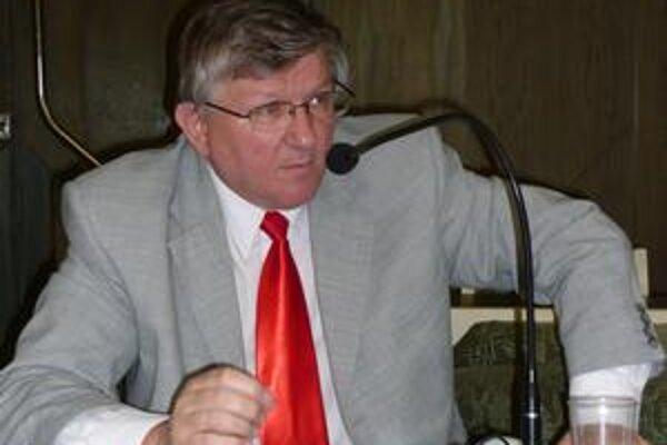 Ivan Hopta. Požiadal o zverejnenie uskutočnených zahraničných ciest primátora a viceprimátorky. Rezervy stále vidí vo výbere poslancov na tieto cesty a v informovanosti o nich.
