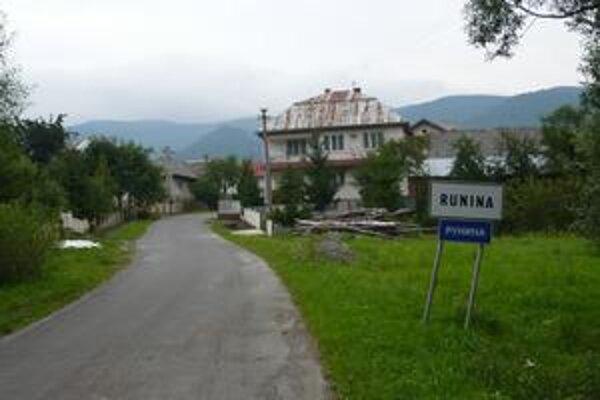 Cestu v úseku Topoľa - Runina v NP Poloniny včera slávnostne otvorili. Motoristi a turisti ju ocenili už počas tejto letnej turistickej sezóny.