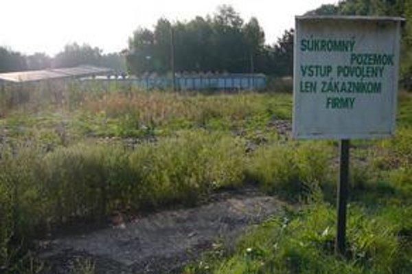 EBA, s. r. o., v Strážskom. Prevádzka na dekontamináciu pôdy sa nachádza pod lesom smerom na Vranov nad Topľou.