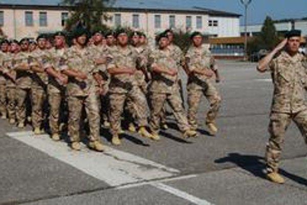 Spievajúci vojaci. Spievali aj vojaci odchádzajúci na misiu v Afganistane.