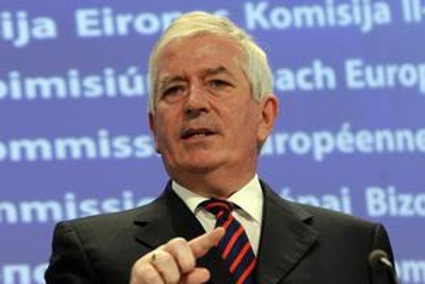 Eurokomisár Charlie McCreevy si myslí, že vláda porušila právo únie.