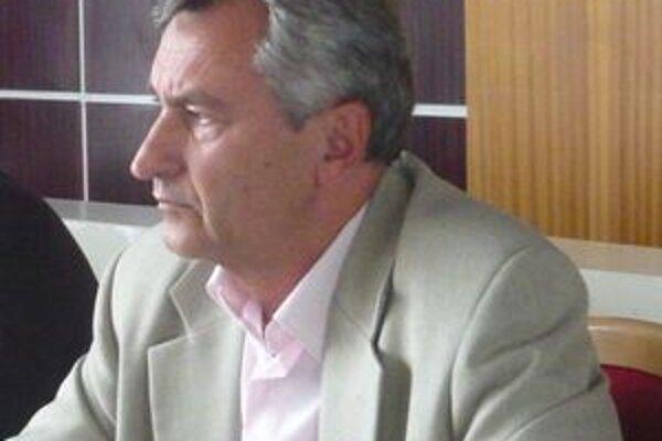 Primátor Ladislav Demko (Smer). Poslanci mu odklepli kráľovskú odmenu.