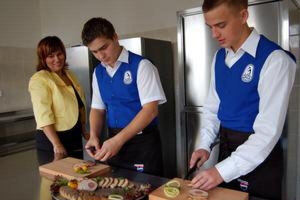 Moderné vybavenie. Vybavenie novej kuchyne stálo asi 20-tisíc – je modernejšia a podstatne väčšia ako doterajšie. Výučbu v nej si chvália študenti aj majstri.