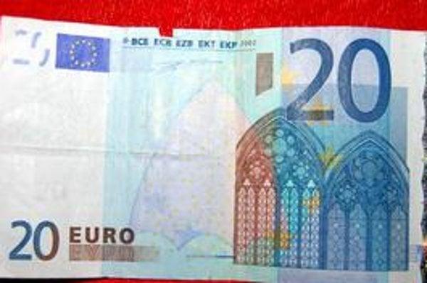 Pozor aj na drobné poškodenie. Zuzanina 20-eurovka má len maličký kaz hore. V obchode ju odmietli vziať, musia jej ju vymeniť v banke.
