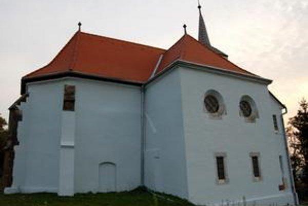 Dominanta obce. Reformovaný kostol Svätušiam dominuje a je v skvelom stave. Dodnes sú tu bohoslužby aj svadby.