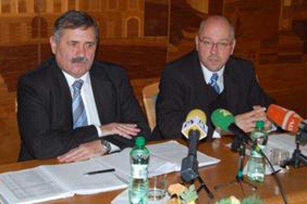 Dohoda. Primátor Viliam Záhorčák (vľavo) a riaditeľ michalovského závodu VVS Oliver Petrík dospeli ku konsenzu.