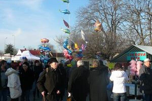 Obchodná ulica. Zaplavia ju trhovci. Na Zemplínčanov čaká bohatý kultúrny program.