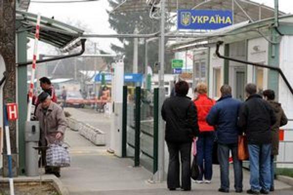 Po opätovnom otvorení priechodu vo Veľkých Slemenciach sa začali nákupy na ukrajinskej strane hranice.