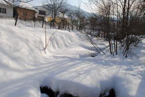 Zemplínske Hámre. Obec sa teraz nepúšťa do rozbíjania ľadových krýh. Mohli by totiž spôsobiť problémy nižšie položenej Belej nad Cirochou.