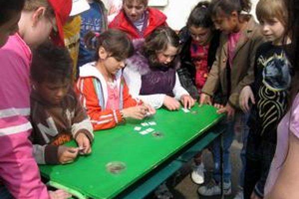 Lesná olympiáda. Mladšie deti si vyskúšali športovo-vedomostnú súťaž Lesná olympiáda.