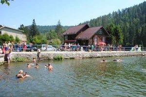 Hrádza je najobľúbenejším miestom pre plavcov.