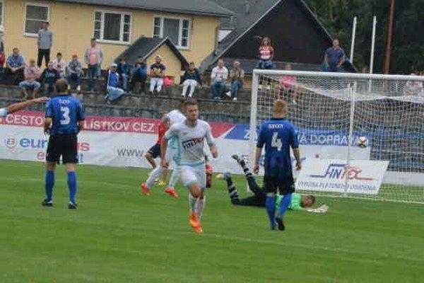 Prvé tri body ostali doma. Zásluhou dvoch presných zásahov Boroša a jedného Zekuciu Spišiaci v druhej lige prvý raz zvíťazili.