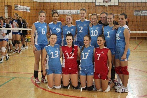 Prvé miesto. Kadetky Spišskej Novej Vsi v príprave na súťažný ročník zvíťazili na kvalitne obsadenom turnaji v metropole Šariša.