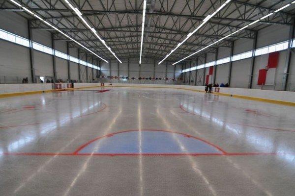 Na snímke pohľad na ľadovú plochu zrekonštruovaného zimného štadióna v Levoči.