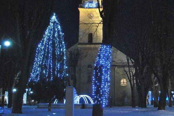 Stará Ľubovňa. Vianoce v parku na námestí sv. Mikuláša.