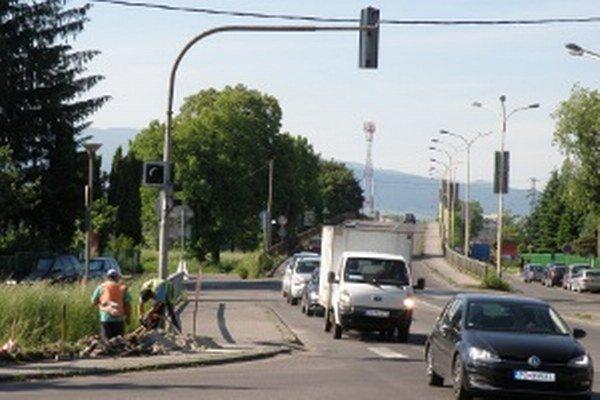 Dopravu na frekventovanej križovatke bude riadiť moderná signalizácia.